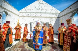 Митрополит Бориспільський і Броварський Антоній заклав капсулу в будівництво храму на честь преподобного Лаврентія Чернігівського у Погребах