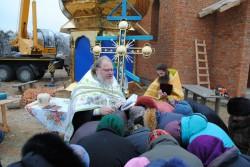 ВИШГОРОД. На храмі в честь святого євангеліста Луки села Ваховка встановлено накупольний хрест
